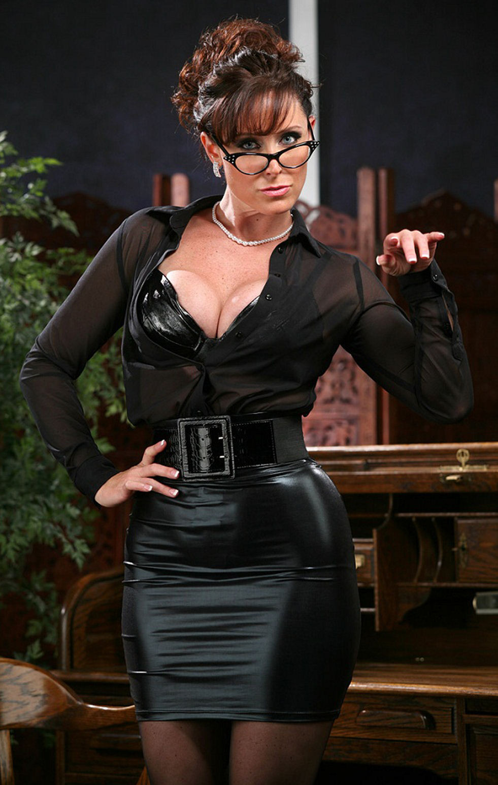 adult one on one chat mobile #femdom #mistress #lady #classy #glasses #nonnude  #skirt #leather #waistbelt #milf #mature #nails #strict